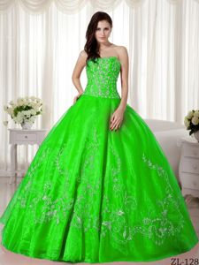 Cheap Spring Green Strapless Dress for Sweet 16 with Embroidery