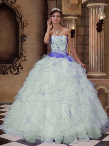 Dressy White Ball Gown Embroidery Sweet 15 Dresses with Ruffles