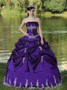Low Price Appliqued Purple Dress for Sweet 16 with Pick-ups