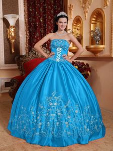 Azure Strapless Lace Decorate Pleated Embroidery Quinceanera Gowns
