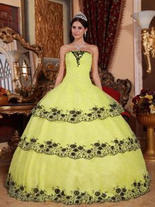 Greatest American Dog Black Lace Appliques Yellow Tiered Strapless Dress for Sweet 15