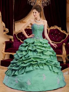 Green Taffeta Quinceanera Dresses with Pick-ups and Appliques
