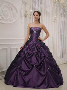 Purple Quinceanera Dresses with Pick-ups and Beaded Brooch