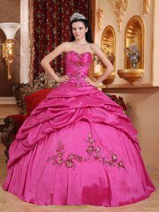 Hot Pink Sweetheart Dresses For a Quinceanera with Appliques