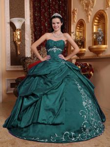 Sweetheart Quinceanera Gowns with Ruffles and Embroidery