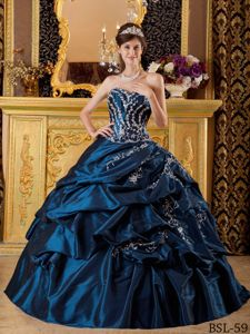 Navy Blue Taffeta Sweet Sixteen Dresses with Appliques and Pick-ups