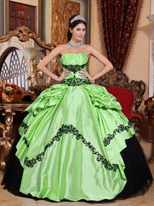 Apple Green and Black Sweet 16 Dresses with Appliques in Vogue