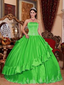 Latest Embroidery Ruffled Spring Green Quinceanera Gowns