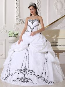 White Sweetheart Taffeta Sweet Sixteen Dresses with Embroidery