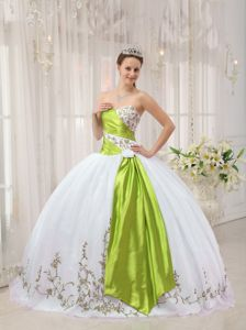 Brand New White Ball Gown Dresses for Sweet 16 with Embroidery