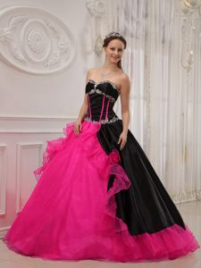 Classic Black and Red Sweetheart Dresses for a Quince with Beading
