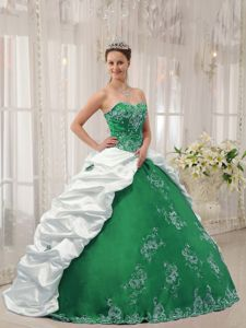 Beading Embroidery Dresses for a Quinceanera in White and Green