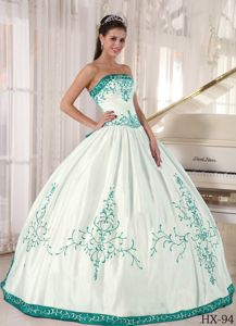 Strapless White Dresses for 15 with Turquoise Hem and Embroidery