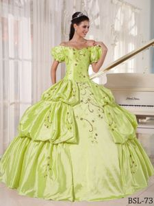 off Shoulders Embroidery Quinces Dresses with Appliques Plus