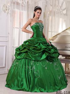 Embroidery forest Green Dresses Quince with Pick-ups and Pleats