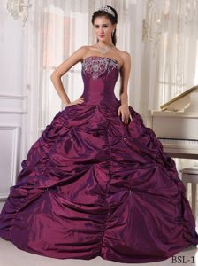 Strapless Beading Burgundy Sweet Sixteen Dresses with Pick-ups