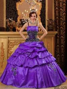 Spaghetti Straps Appliqued Purple Dress for Sweet 16 with Pick-ups