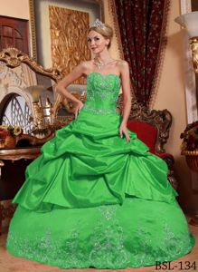 Attractive Grass Green Embroidery Sweet 16 Dresses with Pick-ups