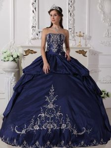 Embroidery Accent Taffeta Strapless Navy Blue Quinceanera Dress