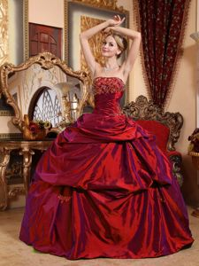 Beading Wine Red Taffeta Dresses Quinceanera with Pick-ups