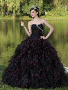 Berlin Film Festival Plus Beading Bodice Black Quinceanera Dresses with Ruffles