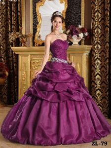 Customize Pick-ups Beading Vestidos Para Quinceanera in Taffeta