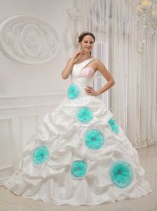 White Asymmetrical Taffeta Sweet 15 Dresses with Beading Flowers