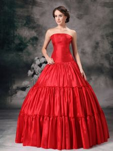 Eye-Catching Red Strapless Sweet 16 Dresses with Pleats
