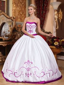 Puffy Strapless White Sweet 15 Dress with Purple Embroidery