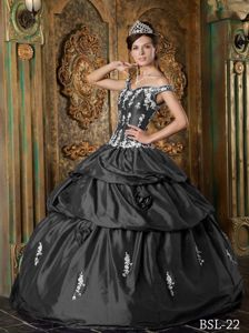 Off the Shoulder Grey Quinceanera Dress Embroidery Appliques