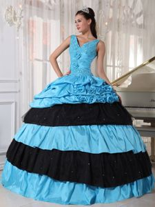 Blue and Black V-neck Sweet 16 Dresses with Appliques Flowers