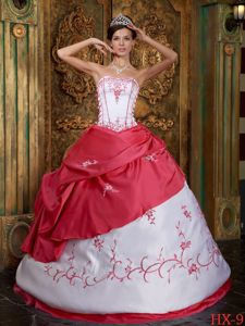 Red and White Quinceanera Dress with Embroidery and Appliques