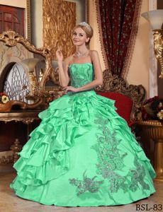 Apple Green Taffeta Quinceanera Dress with Appliques and Ruffles