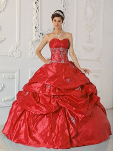 Red Taffeta Sweetheart Quinceanera Dress with Appliques