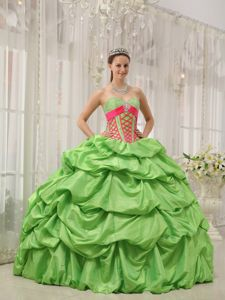 Spring Green Sweetheart Quinceanera Dresses with Beading and Pick-ups