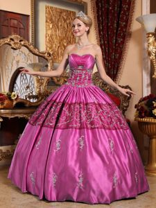 Fuchsia and Red Taffeta Quinceanera Gowns with Embroidery and Appliques