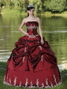 Noble Strapless Burgundy Sweet Sixteen Dresses with Pick-ups