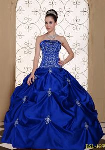 Royal Blue Embroidery Appliqued Quinceanera Dresses with Pick-ups