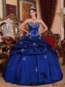Elegant Appliqued Quinceanera Dresses Gowns with Pick-ups
