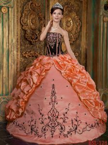 Elegant Orange and Black Embroidery Dresses for 15 with Appliques