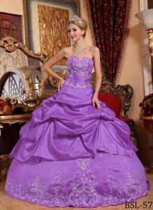 Elegant Purple Sweetheart Dresses for 15 with Pick-ups and Appliques