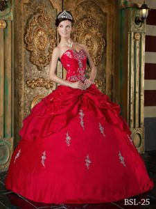 Red Sweet Sixteen Quinceanera Dresses with Pick-ups and Appliques