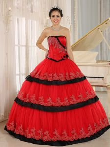 Red Lace Hem Decorated Dress for Quince with Hand Made Flowers