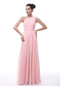 Chiffon Light Pink One Shoulder Quinceanera Dama Dress with Ruches