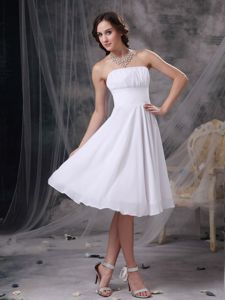 Chiffon White Sweet 15 Dama Dress with Ruches in Knee-length