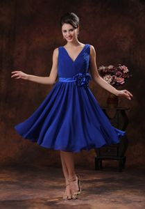 Chiffon V-neck Roral Blue Dama Dress With Ruches and a Sash