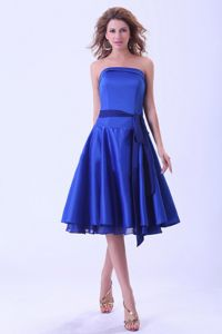 Royal Blue Tea-length Satin Dama Dress for Quinceanera With a Sash