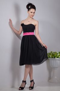 Black Empire Strapless Knee-length Prom Dresses For Dama with Pink Sash