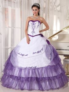 Embroidery Purple and White Sweet 16 Dresses with Side Flowers